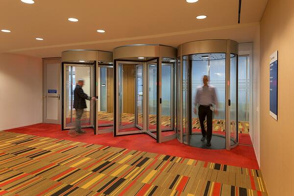 Security revolving doors and mantrap portals prevent tailgating and piggybacking