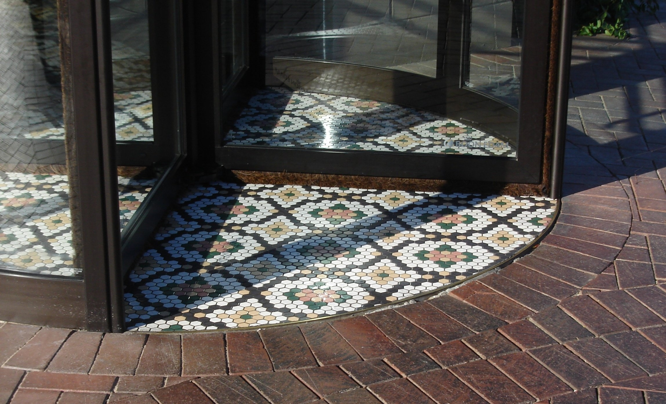 During revolving door installation, use a floor frame or matwell ring for a smooth transition strip
